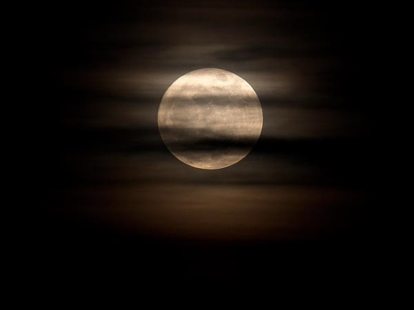 Supermoon-coming-this-weekend-perigee-lunar-may-2012_52535_600x450